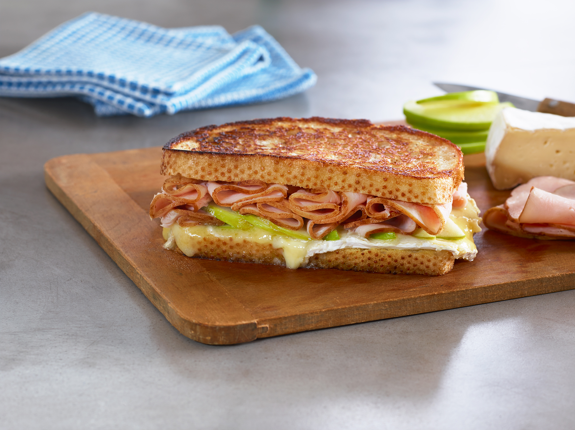 CWR_HoneyTurkey_Brie&GreenApple_SandwichMelt